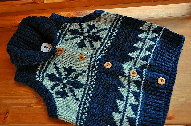カウチンベストnico and・・・ニコアンドのざっくり手編みニットで暖かファッション