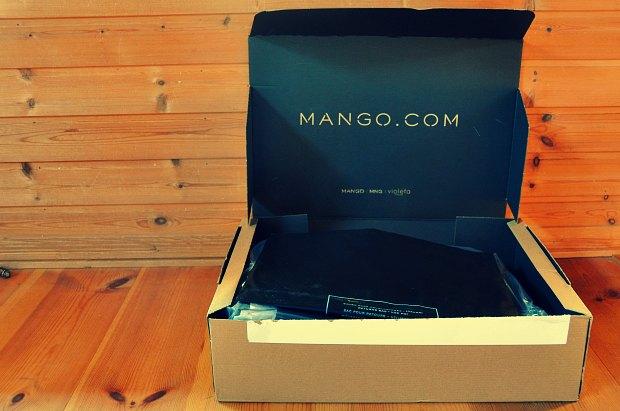 マンゴMANGO買うとスペインから届く!薄いダウンベストは重ね着保温アウター